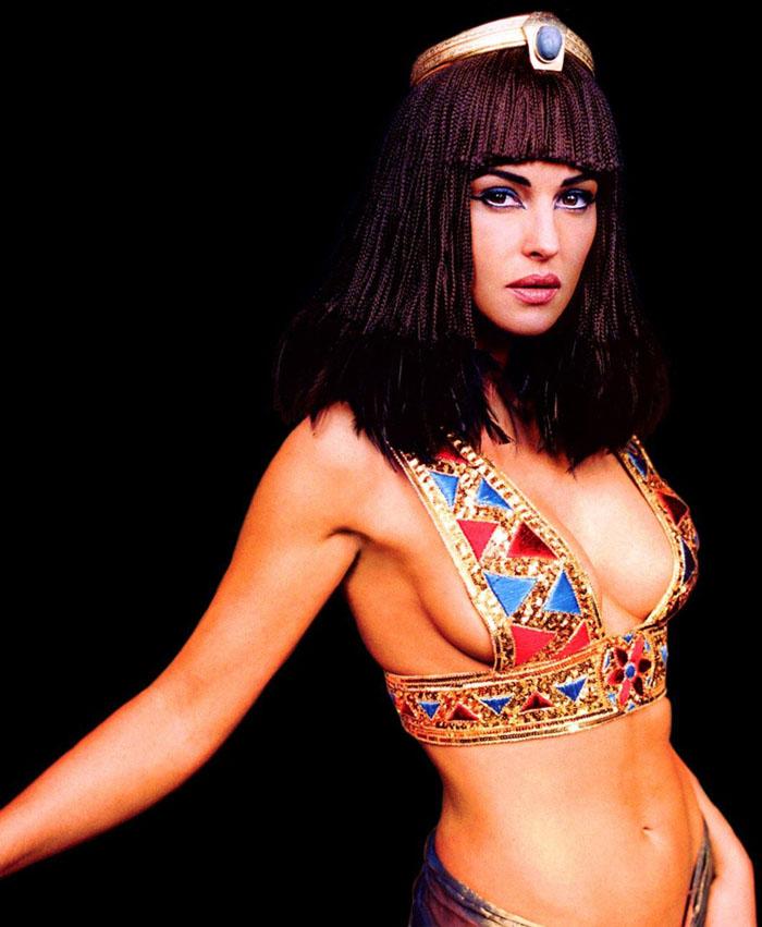 Моника Белуччи (Monica Bellucci) в фотосессии для фильма «Астерикс и Обеликс: Миссия «Клеопатра» (Asterix & Obelix Meet Cleopatra) (2002), фотография 4