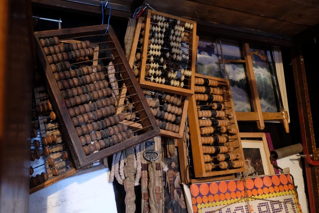 9. Старинные китайские приспособления для массажа ступней.) вещи, старик, старые