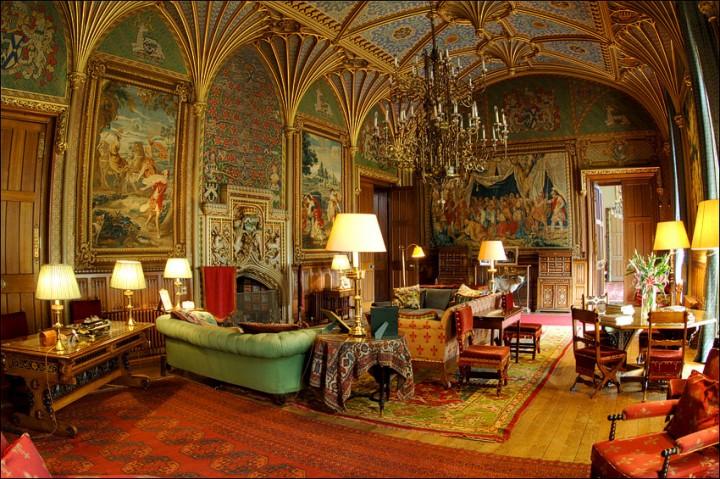 Замок Истнор, Англия