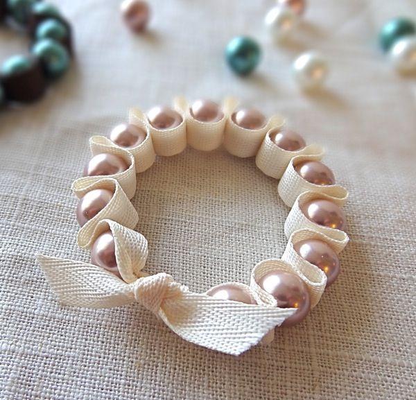 Милые ожерелья из лент и бусин от Anne Weil