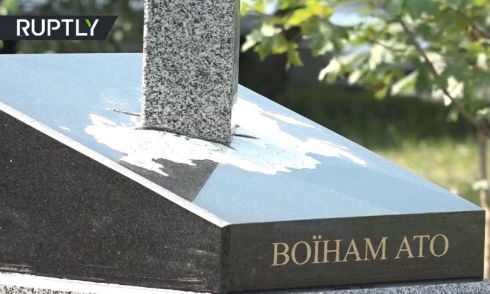 В Украине открыли памятник карателям АТО в виде меча, вонзенного в карту России