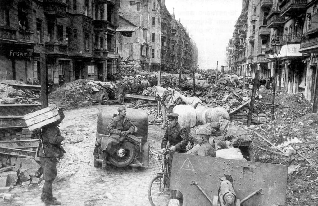 Падение Берлина на фотографиях весны 1945 года. . Не для впечатлительных (