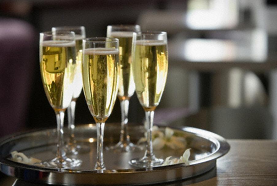 Свежее исследование показало, что шампанское положительно влияет на память