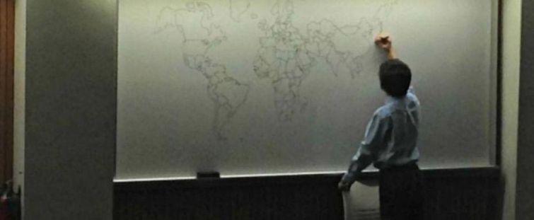 11-летний мальчик с аутизмом нарисовал карту мира по памяти