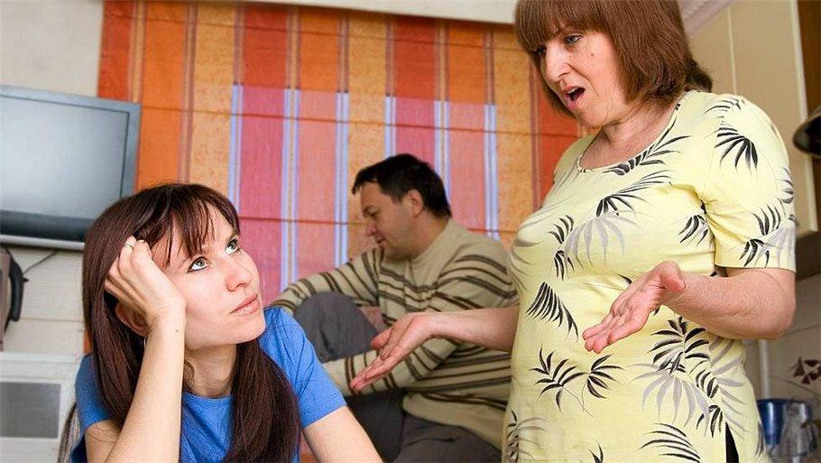 Ненавижу свою невестку или к чему приводит совместное проживание молодых с родителями?