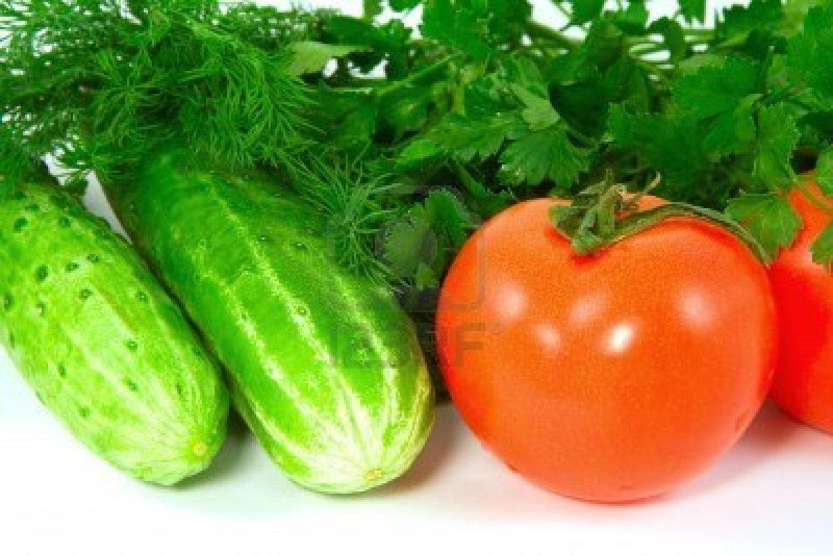 Почему нельзя смешивать огурцы с помидорами?