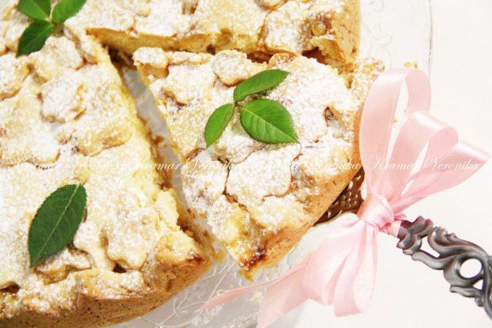 Яблочный пирог в сметанной заливке с хрустящей песочной основой и сочной начинкой