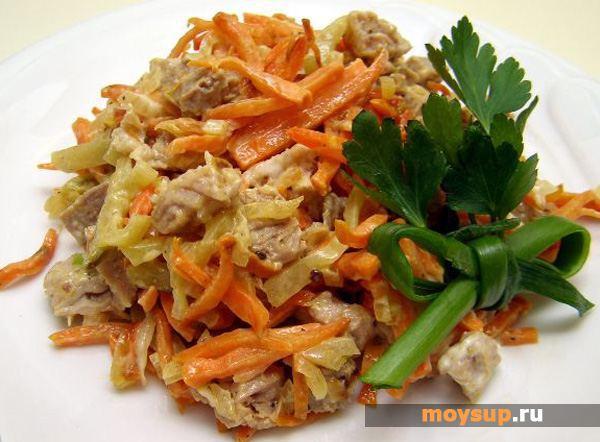 Салат с печенью и сухариками фото