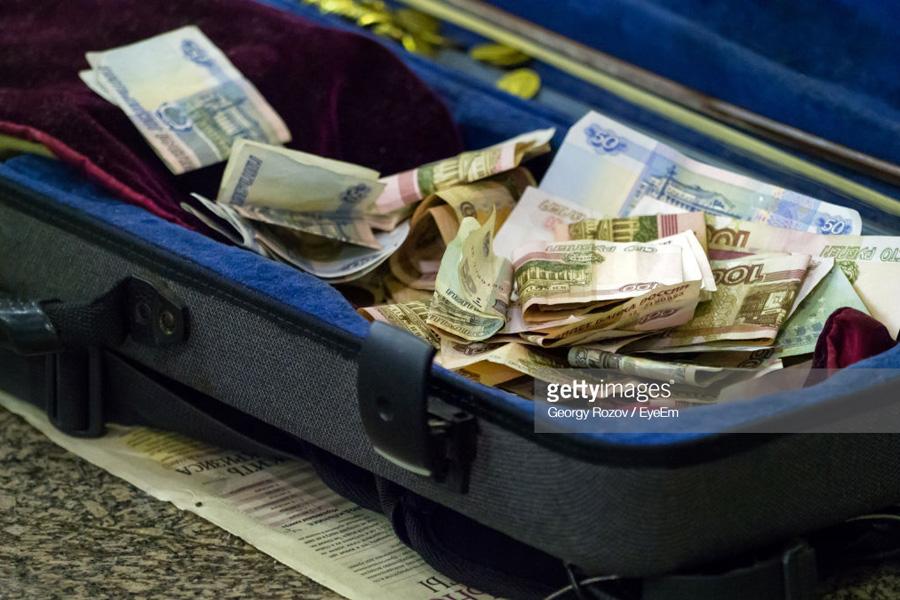 О заказчиках девальвации рубля
