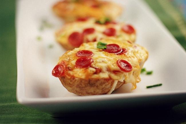 Пицца, запеченная в картофеле