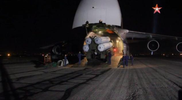 Защита сирийского неба: опубликованы кадры доставки С-300 в Сирию