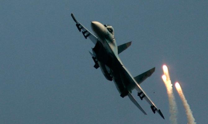 Су-27 «наехал» на американский самолет-разведчик
