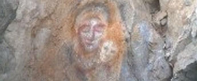 Лик Богоматери появился на скале