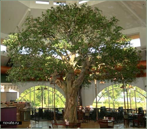 Большое искусственное дерево