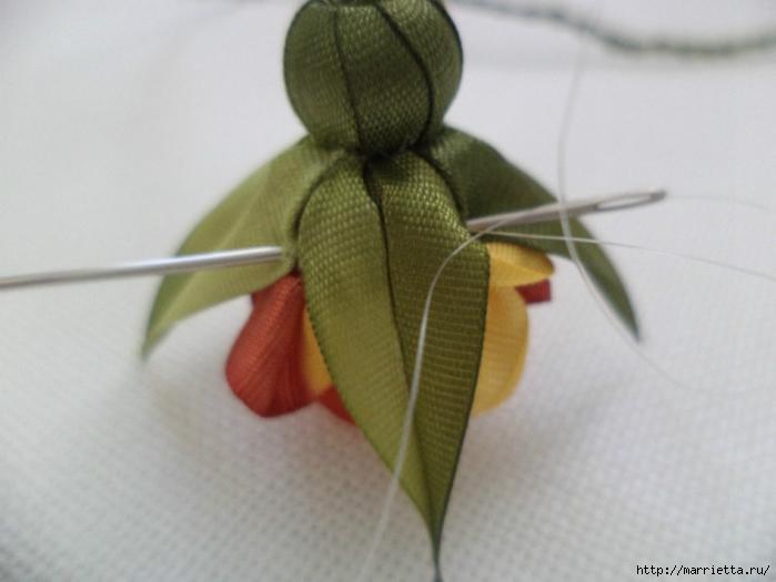 Миниатюрные цветы из ленточек. Мастер-классы (43) (700x525, 175Kb)
