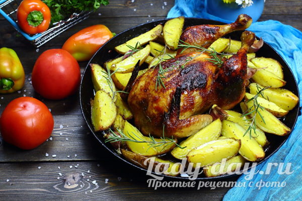 Целая, сочная курица с карто…
