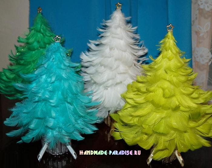 Рождественские елочки из перьев