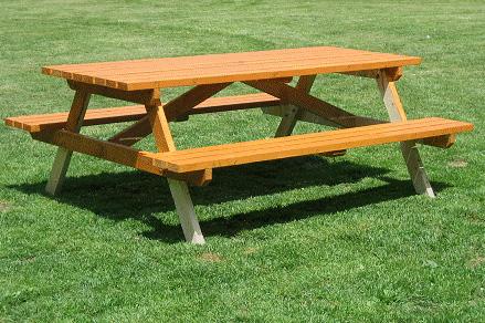 Стол со скамьями для пик…