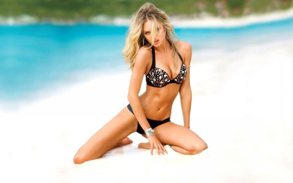 Фото высокого разрешения девушка на пляжа