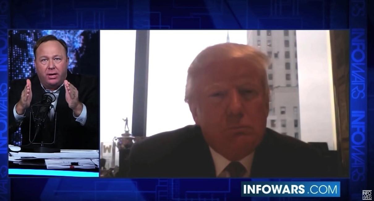 Красавица и чудовище: журналистку Мегин Келли критикуют за интервью с любимым конспирологом Трампа
