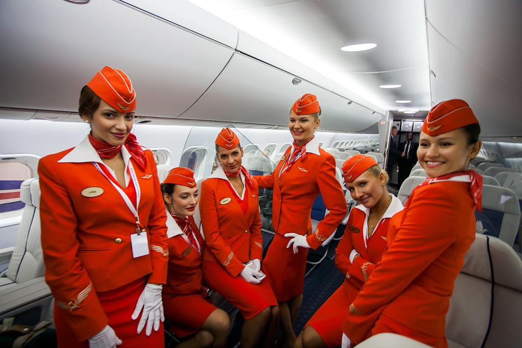 Стюардессы и стюарды отмечаю…