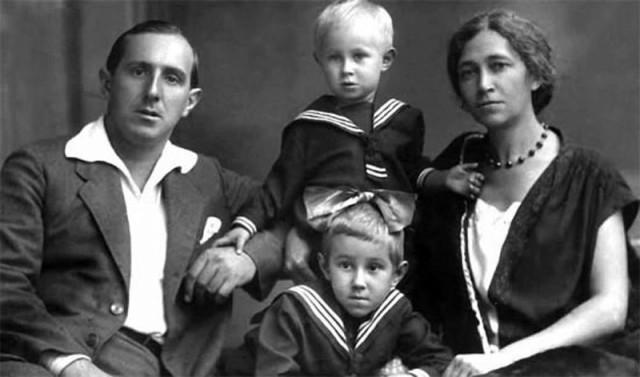 1. Леопольд Ростропович и Софья Федотова с сыном Мстиславом и дочерью Вероникой история, факты