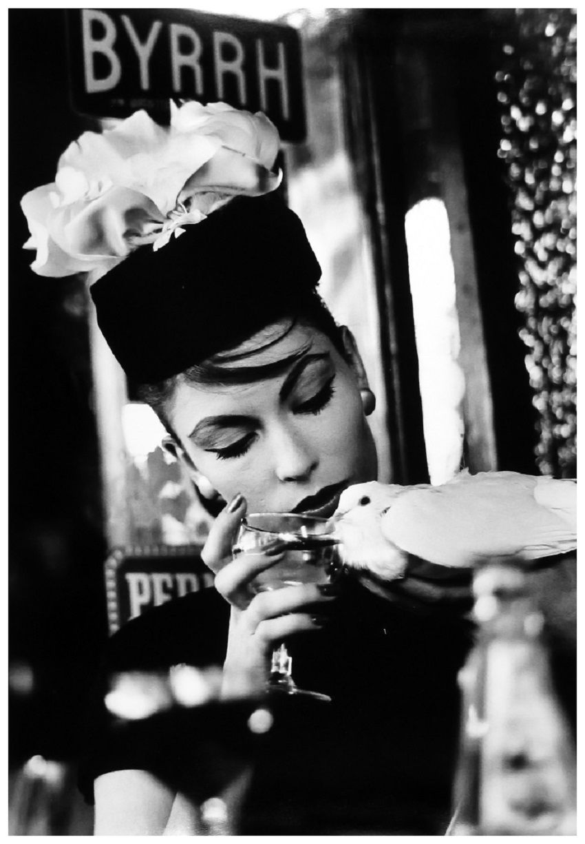 Photo William Klein Mary and Dove at Cafe, Paris (Vogue) 1957.jpg
