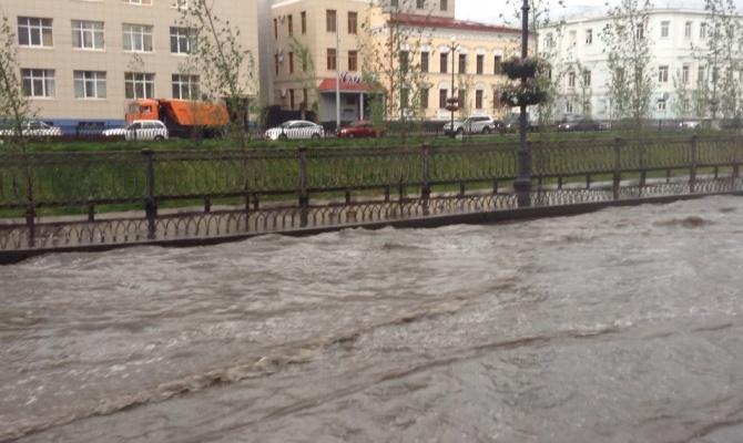 Мэрия Казани: ливневки на затопленных после грозы улицах находятся в нормативном состоянии