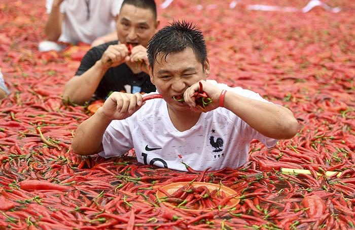 В Китае прошло соревнование по поеданию острого перца