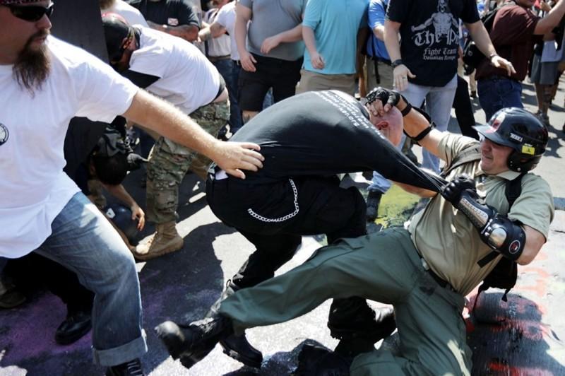 Мордобой Трамп, Шарлотсвилль, америка, конфедерация, левые, сша