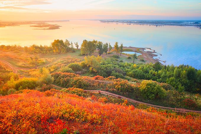 Осенние краски в долине Камы, Россия