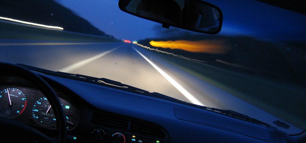 Управление автомобилем в темное время суток и новичок за рулем