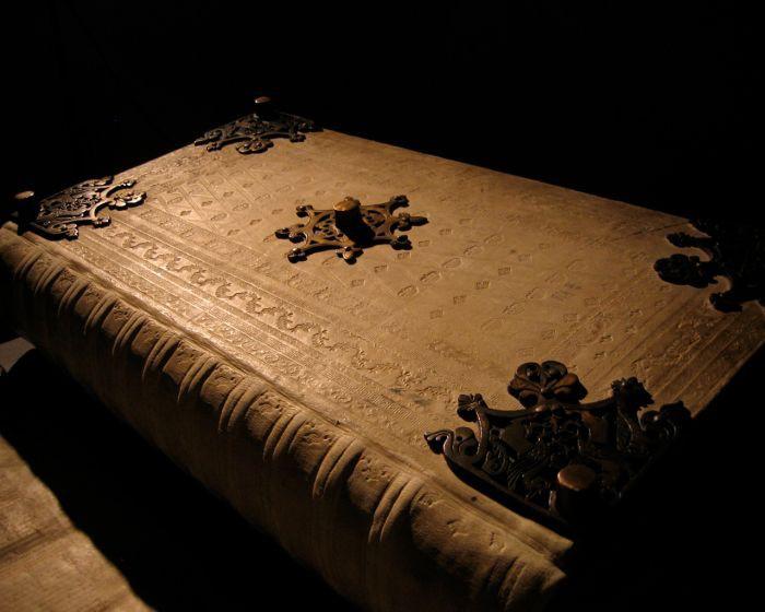 «Библия Дьявола» - одна из самых таинственных книг средневековья Библия Дьявола, книги