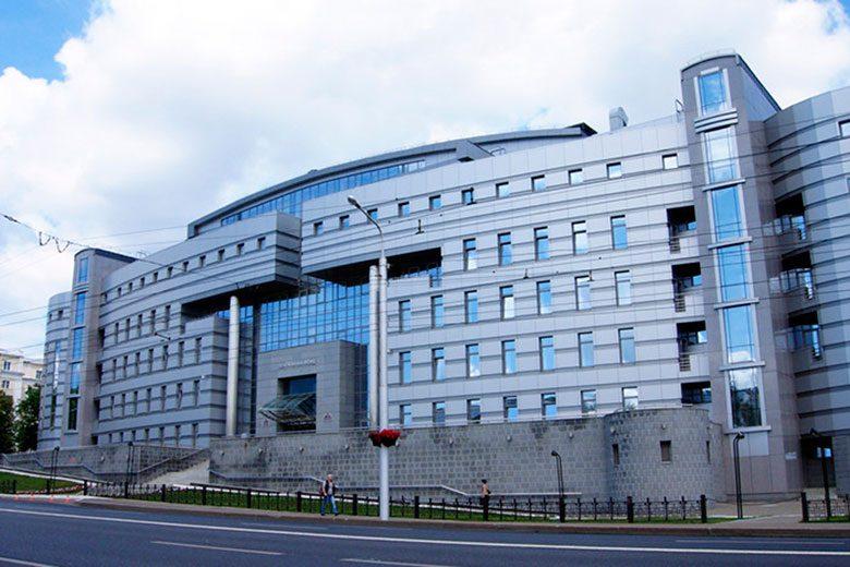 На что тратят бюджетные деньги российские чиновники в эпоху экономии?
