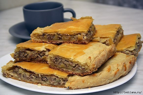Ароматный бездрожжевой пирог с мясом