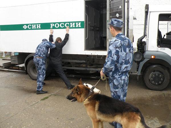 Сотрудникам ФСИН дают в руки палку