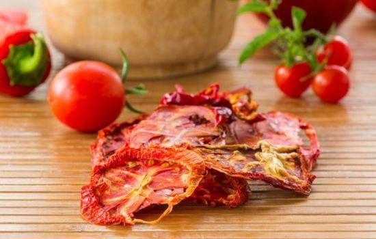 Как можно заготовить сушеные помидоры: все способы.  Интересные рецепты блюд с сушеными помидорами