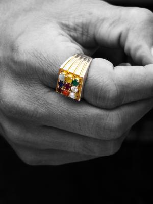 На каком пальце надо носить кольцо?