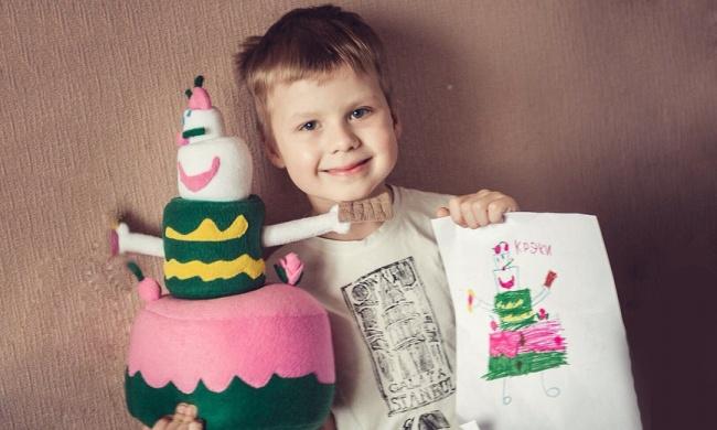 Ребята из России шьют игрушки по рисункам детей