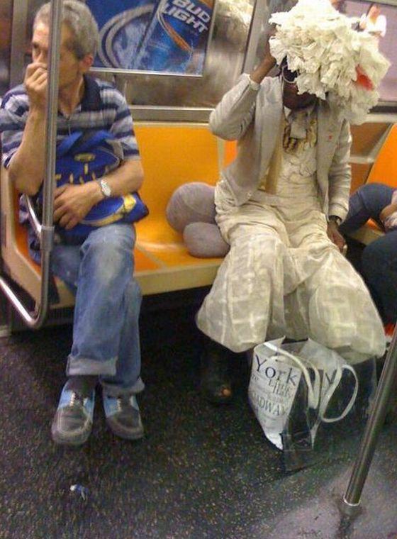 смешно одетые люди фото вместе покупками верхней