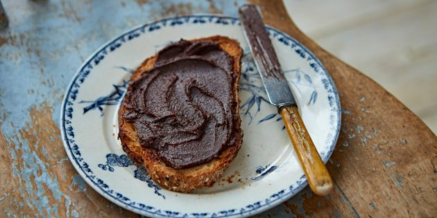 Рецепт: Шоколадная паста с фундуком и сливками от Джейми Оливера