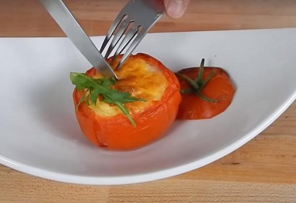 помидоры с яйцом