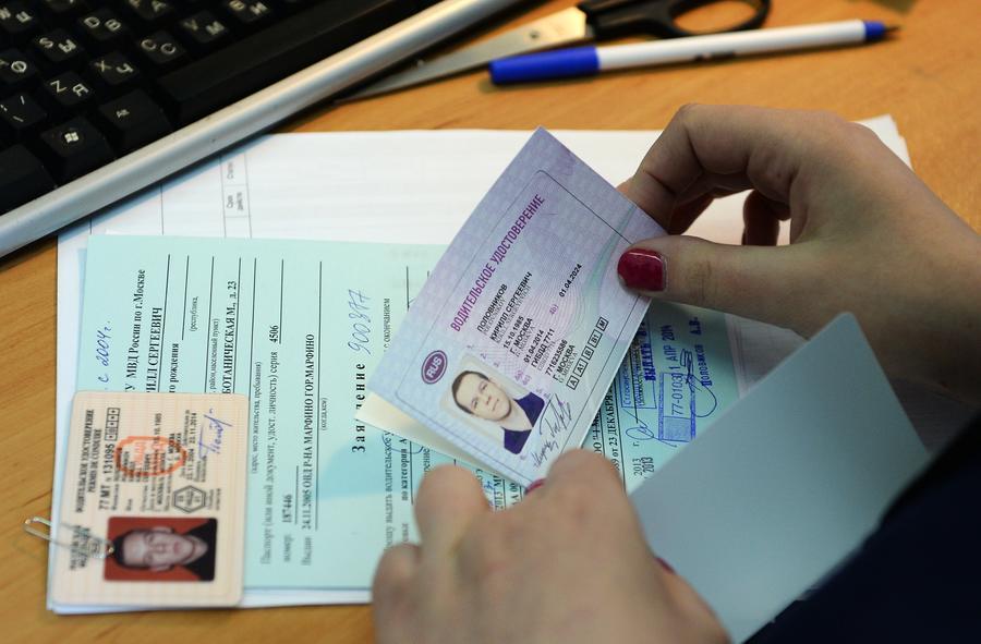 Нарушителям будут возвращать водительские права досрочно за примерное поведение