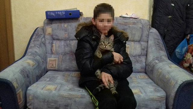 Мальчик погибал на морозе, когда на помощь ему пришел бездомный кот. Трогательная история о настоящей дружбе!