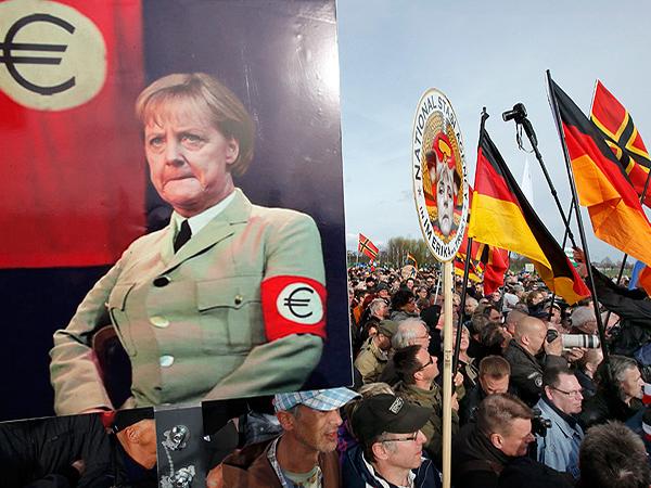 В Дрездене тысячи людей требуют отставки Меркель и запрета ислама