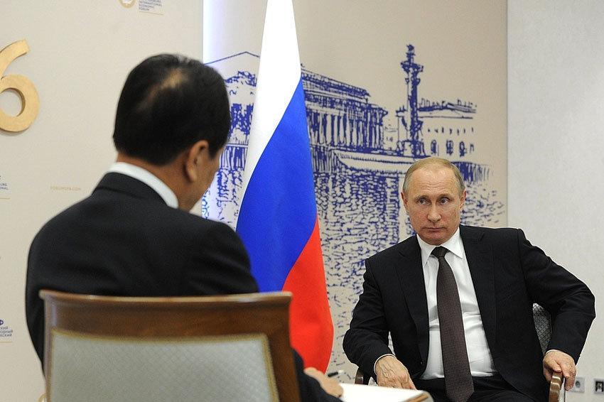 Путин назвал взаимодействие с Китаем фактором стабильности в мире