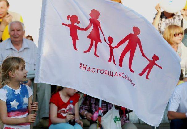 В России разразился скандал из-за флага натуралов