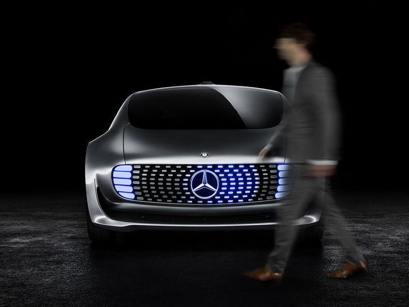 Mercedes создаст подушки безопасности для пешеходов