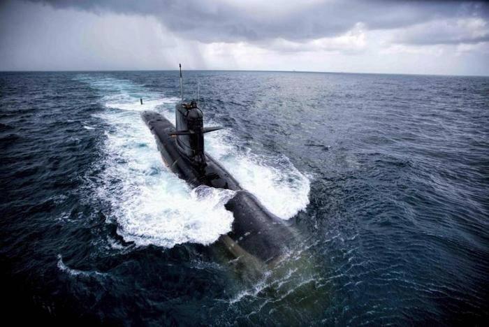 Индия приняла на вооружение первую подводную лодку собственного производства