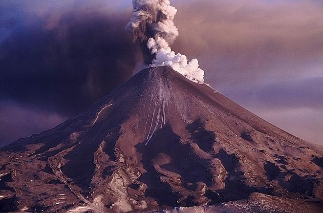 Камчатский вулкан Карымский …